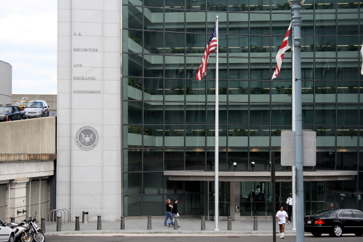 Democrats Pressure SEC to Force Disclosure of Political Spending